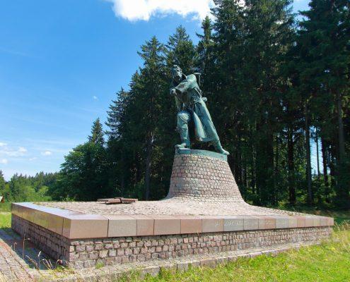 Pamätník partizána v obci Makov